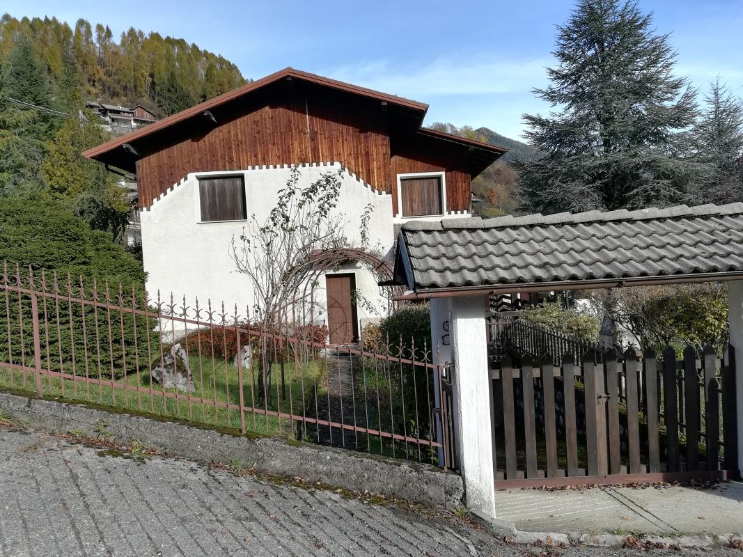 Villa A Tre Piani in zona residenziale villa singola su tre piani con circa